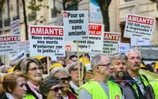Vendredi 9 octobre 2015, quelques centaines de personnes se sont rassemblées face au 10 avenue Messine à Paris, siège de l'ancien Comité Permanent Amiante, afin de réclamer un procès pénal contre les responsables du scandale de l'amiante en France. Les nombreuses victimes et proches des victimes ont manifesté ensuite dans les rues de Paris.